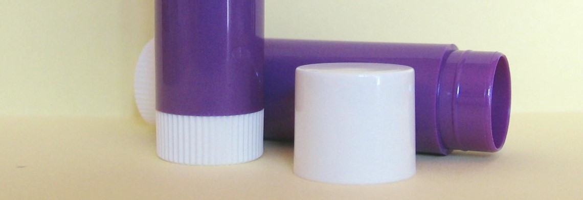 Lippenstifthülse mit Deckel, violett